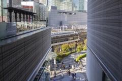 Shinkansen arriving at Tokyo station, Chiyoda